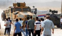 PKK heykelini kaldıran askere taşlı saldırı