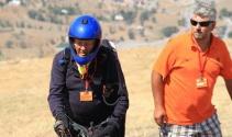 78 yaşında yamaç paraşütü şampiyonasına katıldı
