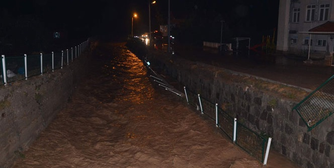 Kayseri'de sel, maddi hasara yol açtı