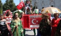Sünnet çocuğu yeniçeriler eşliğinde Edirne caddelerinde dolaştı