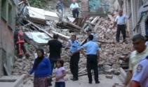 Fatih'te 3 katlı bina çöktü