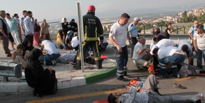 Midibüsün frenleri patladı: 15 kişi yaralı