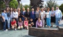 'Srebrenitsa Anneleri'nden Zafer Bayramı'nda anlamlı ziyaret