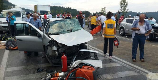 İzmitte zincirleme kaza: 2 ölü, 13 yaralı