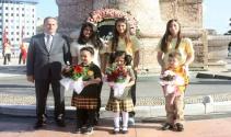 Taksim'de ilköğretim haftası töreni