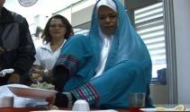 Ayaklarıyla yemek yapan İranlı'ya 'altın tencere' ödülü