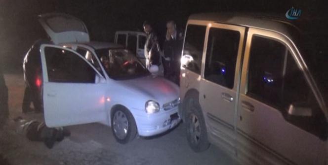 Dur ihtarına uymayan alkollü sürücü polis aracına çarptı