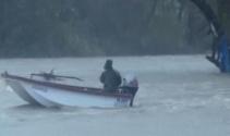 Irmakta akıntıya kapılan 4 balıkçıyı, balıkçılar kurtardı