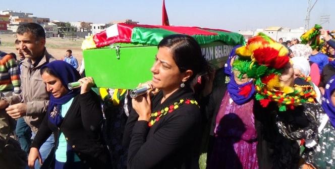YPG'li kadının tabutunu kadınlar taşıdı