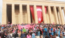 Anıtkabir'e ziyaretçi akını