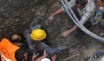Göçük altında kalan işçiyi arkadaşları kurtardı