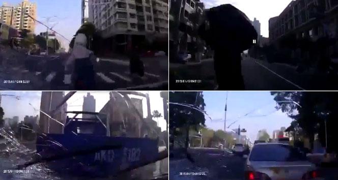 İki kişiye ve araçlara çarpıp yoluna devam ettiotomobil,sosyal medya