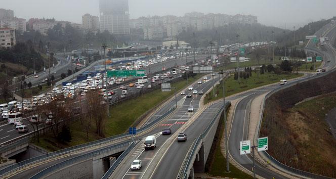 4 gişe kapatıldı, TEM'de trafik felç oldufatih sultan mehmet köprüsü,TEM,TEM trafik