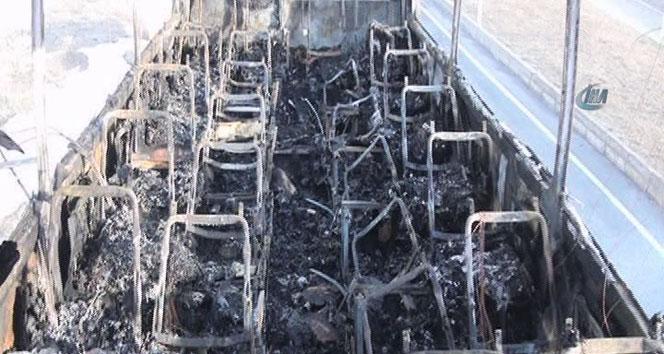Seyir halindeki yolcu otobüsü yandıordu,yangın,yolcu otobüsü