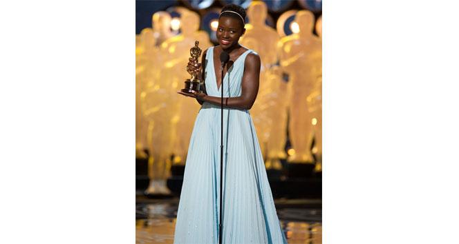 150 bin dolar değerindeki Oscar'lık elbise çalındıCalvin Klein,Los Angeles,Lupita Nyong,oskarlık elbise