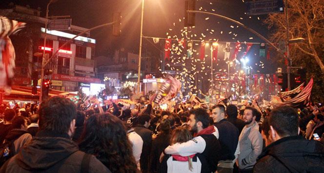 Beşiktaş Meydanı'nda taraftar selibeşiktaş liverpool,Beşiktaş Meydanı