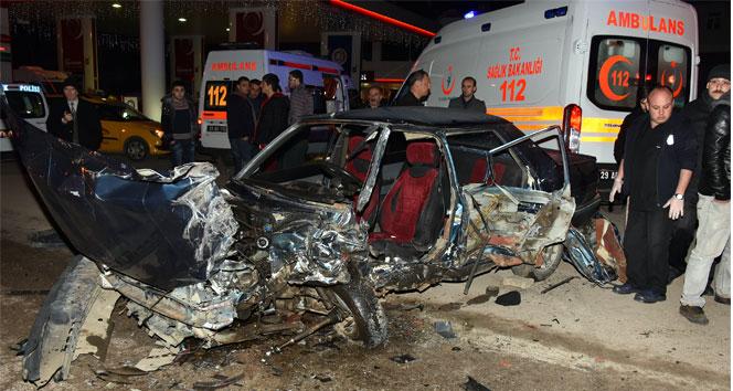 Kafa kafaya çarpıştılar: 3 yaralı!gümüşhane,trafik kazası